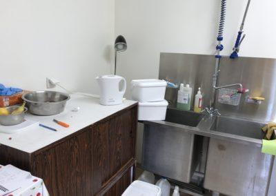Le coin préparation des repas, et bien évidemment, vaisselle et nettoyage